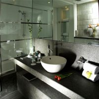 Well apointed bathroom with restful lighting